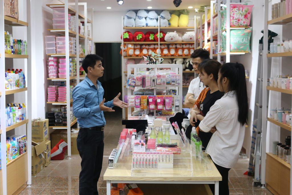 giảng viên Nguyễn Văn Thịnh trong các buổi học tại ISaac