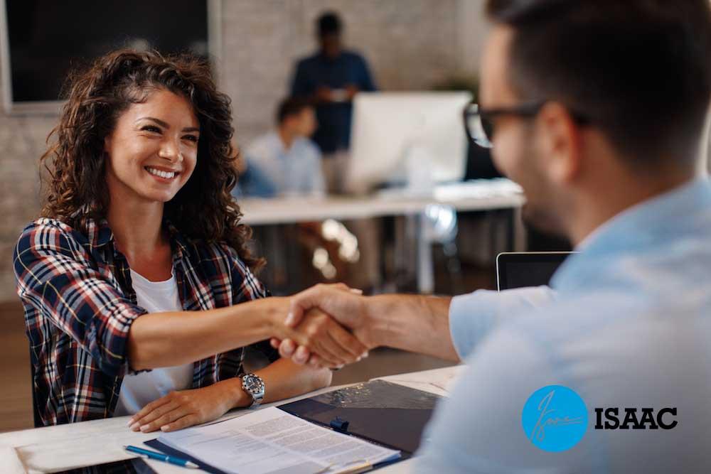 Chủ động giao tiếp với khách hàng