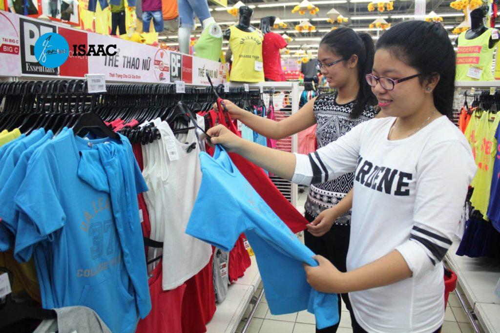 Mở siêu thị quần áo