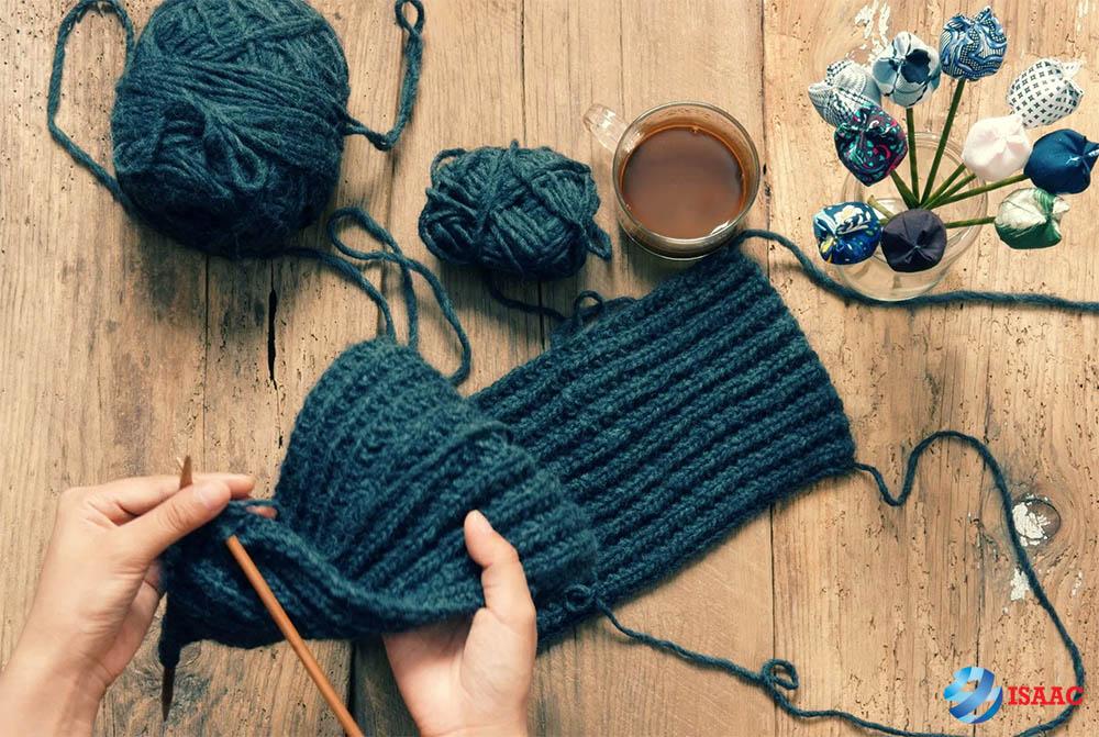 đan khăn tặng bạn trai