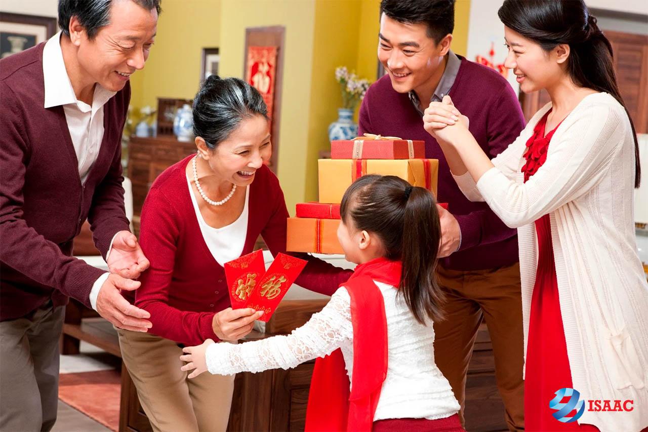 Phong tục tặng quà ngày Tết của người Việt Nam