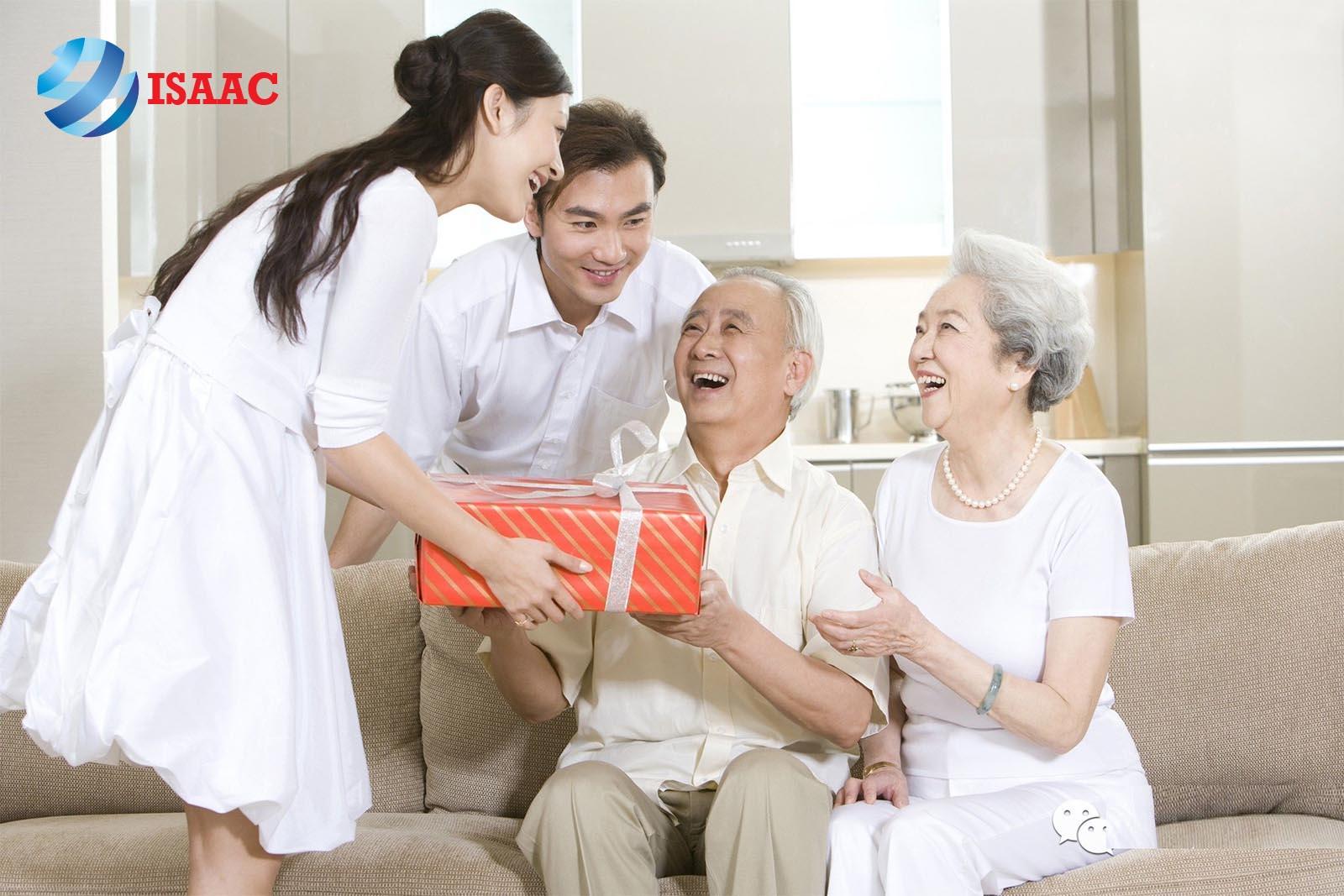 quà tết cho người già