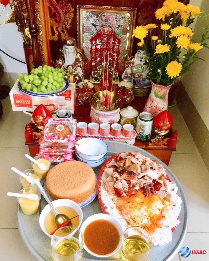Vệ sinh bàn thờ Thần Tài